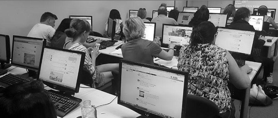 לימודים מעשיים בכיתת מחשבים